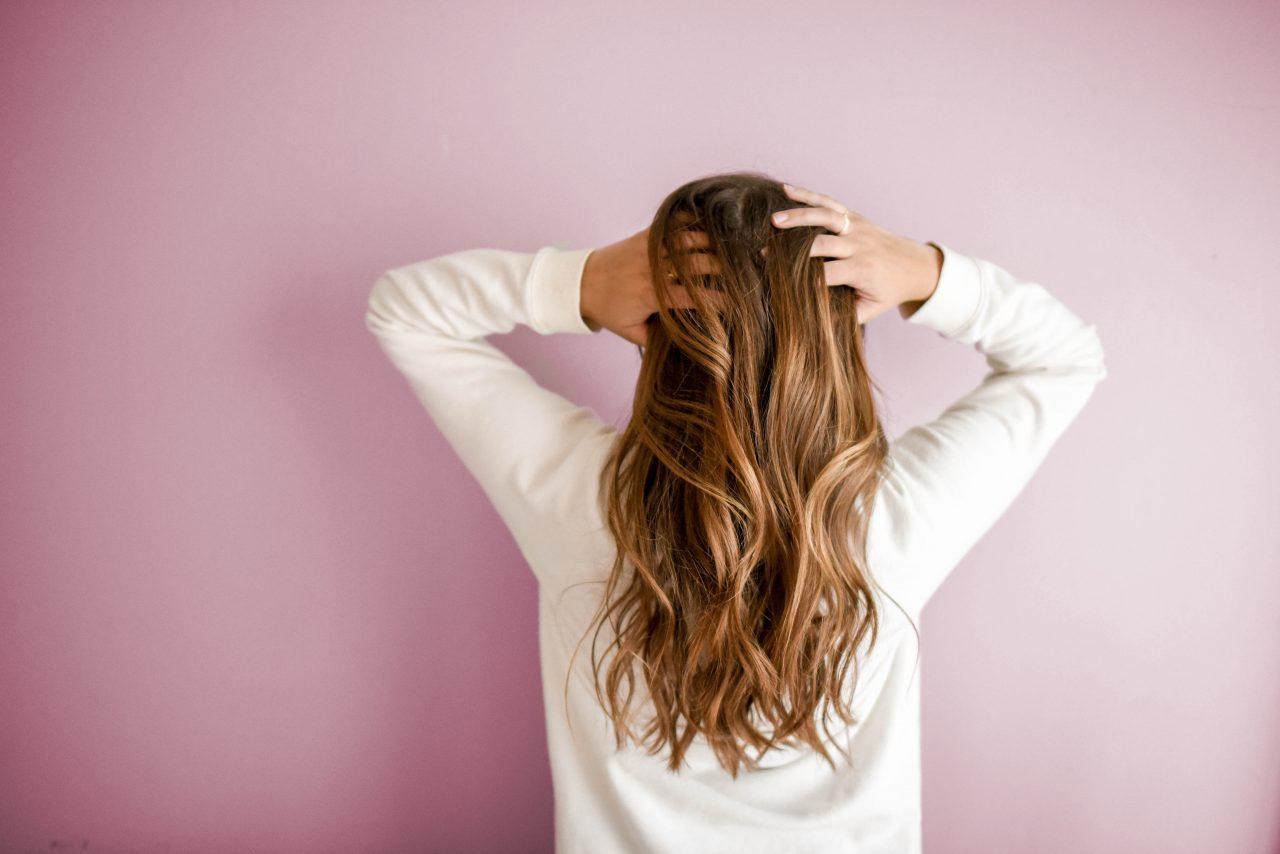 Jak odżywić suche włosy - najlepsze sposoby